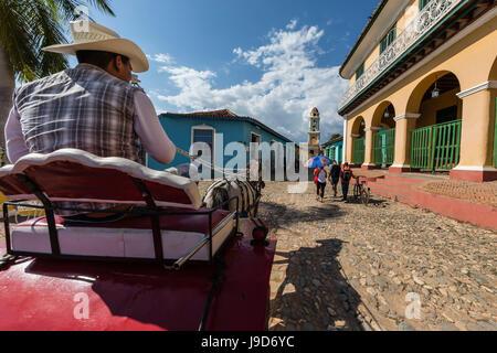 Chariot connu localement comme une coche sur la Plaza Mayor, Trinidad, Site du patrimoine mondial de l'UNESCO, Cuba, Antilles, Caraïbes