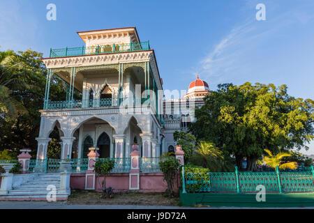 Vue extérieure de l'Palacio de Valle (Valle's Palace), Punta Gorda, Cienfuegos, Cuba, Antilles, Caraïbes, Amérique Centrale Banque D'Images