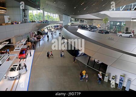BMW World au Centre Olympique, Munich, Haute-Bavière, Bavaria, Germany, Europe Banque D'Images