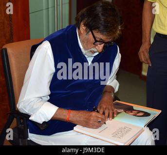 Les acteurs de Bollywood indien, Amitabh Bachchan Abhishek Bachchan signature livre, Inde, Asie