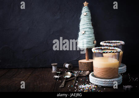 Dessert au chocolat avec crème anglaise. Banque D'Images