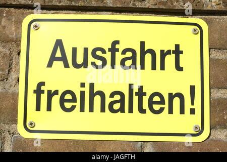 Inscrivez-vous gratuitement sortie garder, Ausfahrt freihalten en allemand Banque D'Images