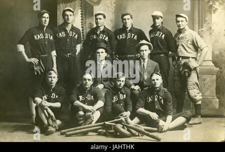Meubles anciens c1910 photo, l'équipe de baseball dans la région de Kasota Kasota, Minnesota. SOURCE: tirage photographique Banque D'Images