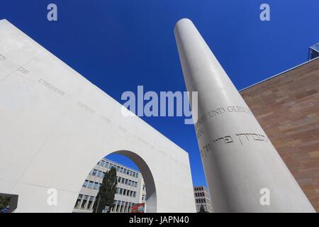 Nuremberg, chemin des droits de l'homme, Strasse der Menschenrechte, entre les nouveaux et les anciens bâtiments Banque D'Images