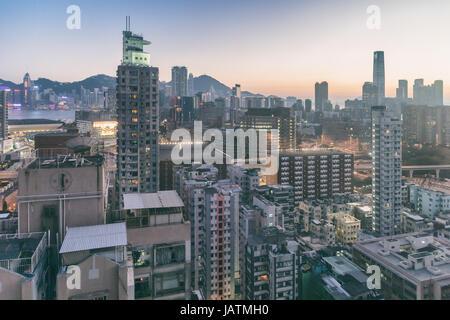 Hong Kong, Chine - 5 Avril 2015: Hong Kong Skyline at Dusk Banque D'Images