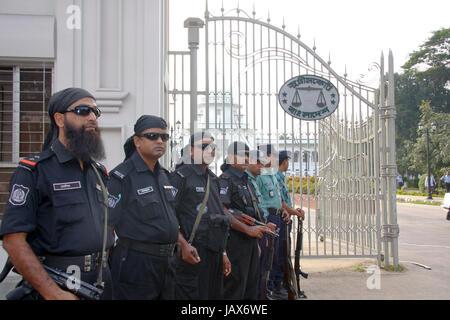 RAB et la Police gurard devant la Cour suprême du Bangladesh. Dhaka, Bangladesh Banque D'Images