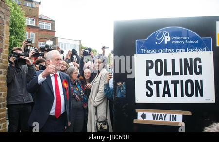 la chef du parti du travail jeremy corbyn est titulaire d 39 un rassemblement public coatbridge. Black Bedroom Furniture Sets. Home Design Ideas