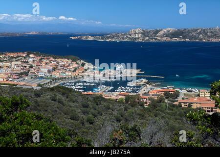Le port de Palau (Palau) Lu dans la province de Sassari, sur la côte nord de la Sardaigne, Italie. Banque D'Images