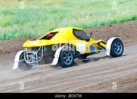 Buggy 4 roues motrices pour hors route extrême sur la piste Banque D'Images