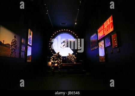 """'Leurs dépouilles,"""" une exposition au Victoria and Albert Museum, Londres, qui marque les 50 ans de Pink Floyd sortent Banque D'Images"""
