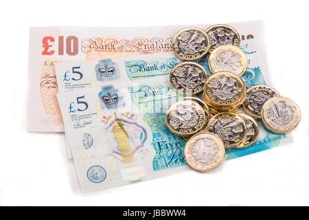 Une livre britannique de pièces sur les billets de banque britannique Banque D'Images