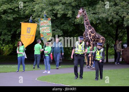 Glasgow, Ecosse, Royaume-Uni. 11 juin. Les deux éléments de cette années d'été britannique étaient présents sous Banque D'Images