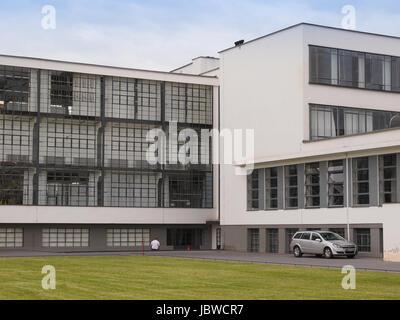 DESSAU, ALLEMAGNE - 13 juin 2014: l'école d'art Bauhaus emblématique bâtiment conçu par l'architecte Walter Gropius Banque D'Images