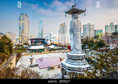 Séoul, Corée du Sud de l'horizon du Temple de Bongeunsa. Banque D'Images