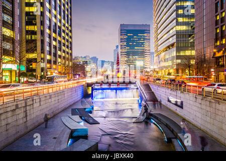 Séoul, Corée du Sud à la ville Rue Cheonggye Flux. Banque D'Images