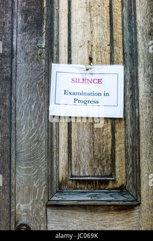 Avis pour demander le silence pendant les examens, Downing College, qui fait partie de l'Université de Cambridge, Banque D'Images