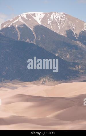 Mont Herard et la gamme de Sangre de Cristo le sommet de haute Dune, Great Sand Dunes National Park and Preserve, Colorado, USA