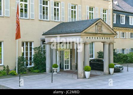 PETERSBERG, ALLEMAGNE - 01 juin 2014: Entrée de l'hôtel le Juin 01, 2014 à Petersberg, Allemagne. Hôtel Petersberg, Banque D'Images