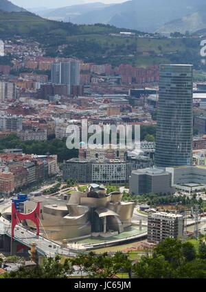 BILBAO, ESPAGNE - 10 juillet 2014: Panorama sur le centre de Bilbao, Pays Basque, Espagne, avec le célèbre musée Banque D'Images