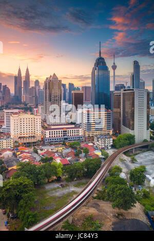 Kuala Lumpur. Cityscape image de Kuala Lumpur, Malaisie pendant le lever du soleil. Banque D'Images