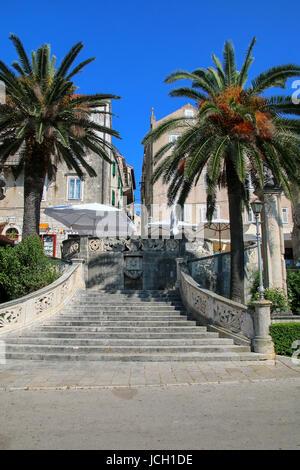 Morska Vrata (Sea Gate) dans la vieille ville de Korcula, Croatie. Korcula est une ville historique fortifiée sur Banque D'Images