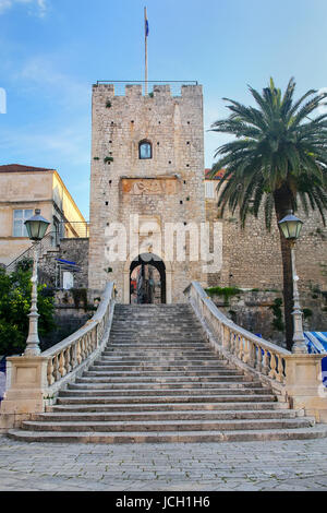 Kopnena Vrata (Land Gate) dans la vieille ville de Korcula, Croatie. Korcula est une ville historique fortifiée Banque D'Images