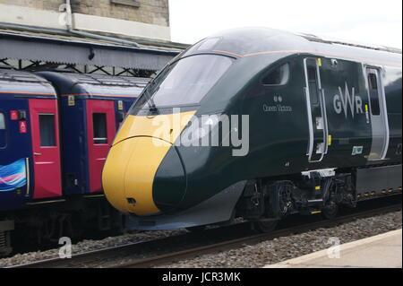 Classe 800 GWR liveried IET se trouve à Swindon gare sur l'exécution d'un test entre Londres Paddington et Taunton Banque D'Images