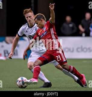 Vancouver, Canada. 17 Juin, 2017. Tim Parker(L) de Vancouver Whitecaps FC rivalise avec Michael Barrios de FC Dallas Banque D'Images