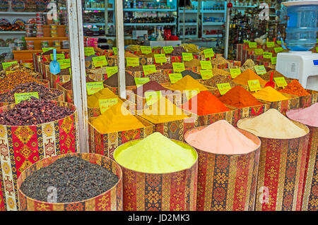ANTALYA, TURQUIE - 6 mai 2017: Le vieux bazar à Kaleici district offre une grande quantité d'épices, herbes, poudre Banque D'Images