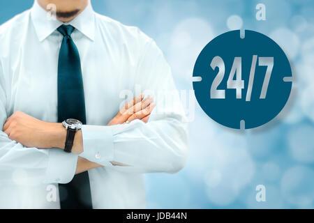 Tous les jours 24 heures sur 24, toute la nuit, à plein temps, non-stop concept. Businessman silhouette dans bacground. Banque D'Images