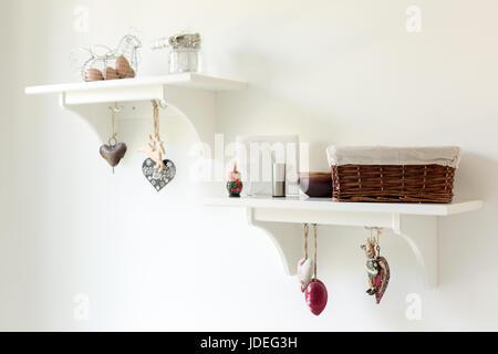 Ornements pendu sur le mur d'une cuisine Banque D'Images
