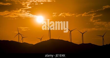 L'énergie éolienne éoliennes dans La Rumorosa Baja California. Le Mexique Banque D'Images