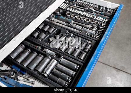 Outils pour la station-service. Les clés et les buses de socket Banque D'Images