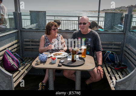 Southwold, Suffolk, Angleterre, Royaume-Uni. 21 juin 2017 Le gentil La station balnéaire de Southwold sur la côte Banque D'Images