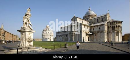Italie, Toscane, Pise, la Piazza del Duomo, puits, de la cathédrale et baptistère en arrière-plan, Banque D'Images