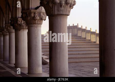 Venise, vue depuis les arcades du palais des Doges Ponte Rialto, Tu la lumière du matin, Banque D'Images