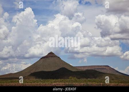 L'Afrique, la Namibie, la région de Kunene, Damara, pays des côtes du squelette, Parc, Montagnes, marge Skeleton Coast Park, paysage de montagnes, nuages, soleil, Skeleton Coast, le Damaraland, Sud-Ouest africain,