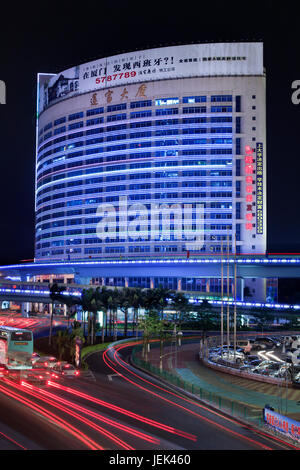 XIAMEN-CHINE-MARS 24. Bâtiment avec le néon et la publicité. La Chine a 50 000 entreprises de la publicité de plein Banque D'Images