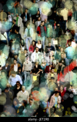 Image d'arrière-plan flou de personnes à pied sur rue animée Banque D'Images