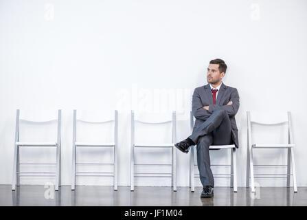 Portrait et en attente d'interview dans office, concept d'entreprise Banque D'Images