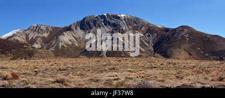 Vue panoramique des montagnes érodées à Castle Hill dans les Alpes du sud de la Nouvelle-Zélande. Banque D'Images