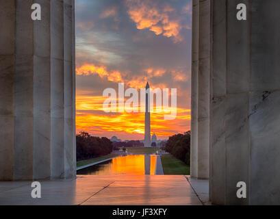 Superbe lever du soleil sur un miroir d'eau DC