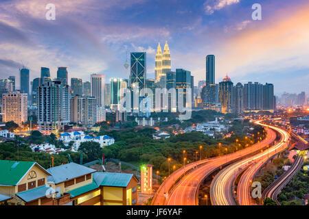Kuala Lumpur, Malaisie les autoroutes et d'horizon. Banque D'Images