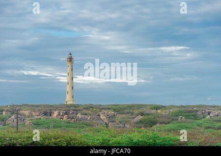 Le vieux phare California blanc à Aruba Banque D'Images