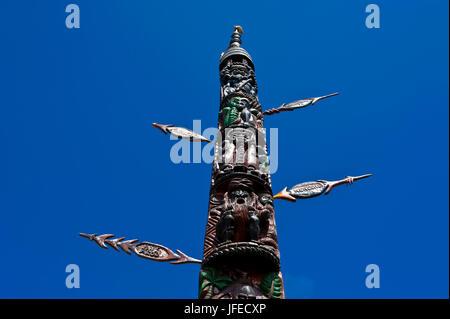 Sculpture sur bois traditionnelle à Nouméa capitale de la Nouvelle-Calédonie, de la Mélanésie, Pacifique Sud Banque D'Images