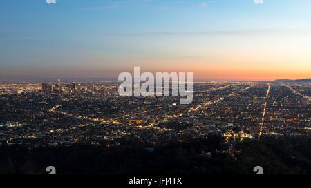 Vue panoramique au centre de la ville Los Angeles et Griffith Observatorium, Californie, Los Angeles, Etats Unis Banque D'Images