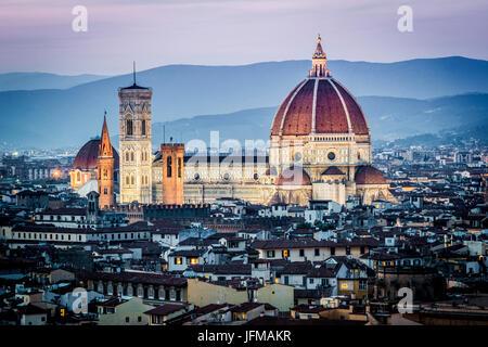 Florence, Toscane, Italie, paysage urbain et de la cathédrale et la Tour de Giotto, Dôme de Brunelleschi, Coucher Banque D'Images