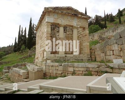 Le Conseil du Trésor des Athéniens sur la Colline du site archéologique de Delphes, Grèce Banque D'Images