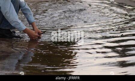Enfants playng sur le lac Banque D'Images