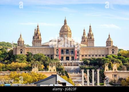 Palais national avec cascades et fontaines, Barcelone, Catalogne, Espagne Banque D'Images